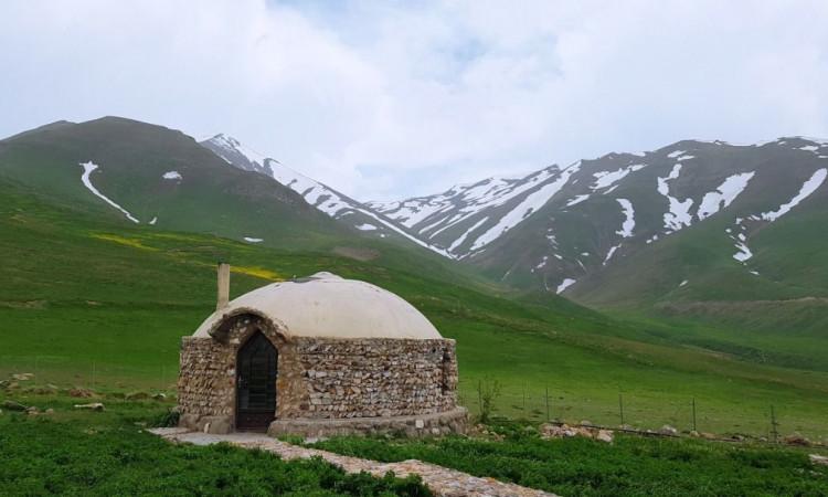 اکو کمپ دورنا (کلبه کوهستانی)