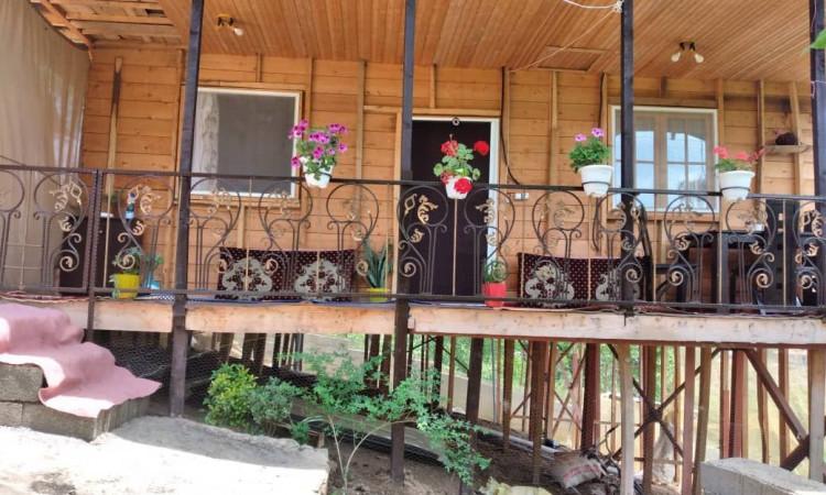 کلبه چوبی جلالیان
