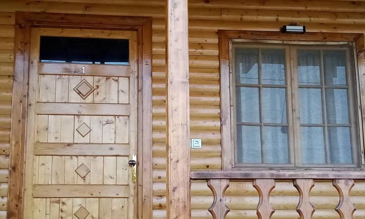 بومگردی کلبه چوبین طبقه اول